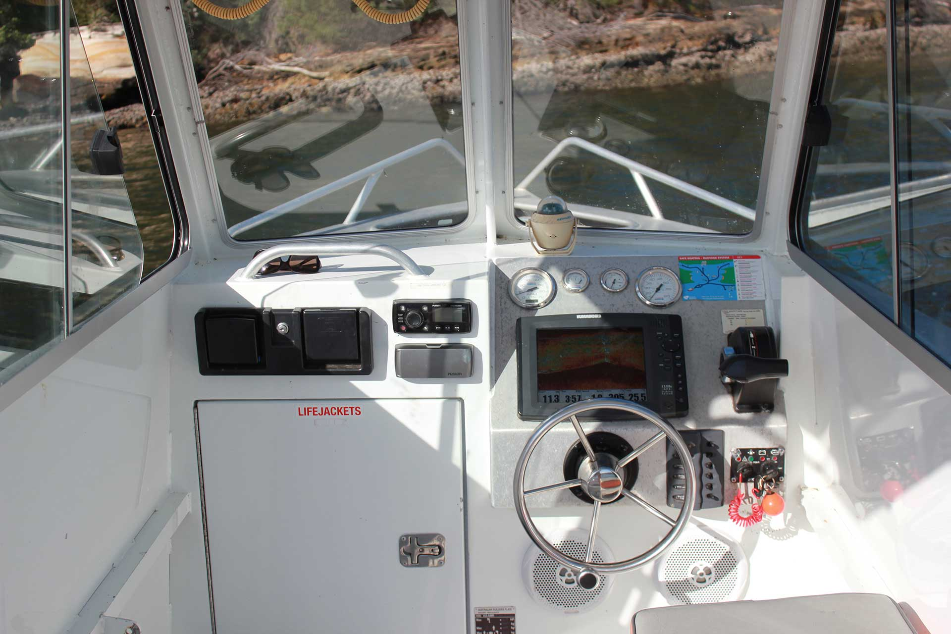 Centre-Console-Inside-horizontal-MyHarbour
