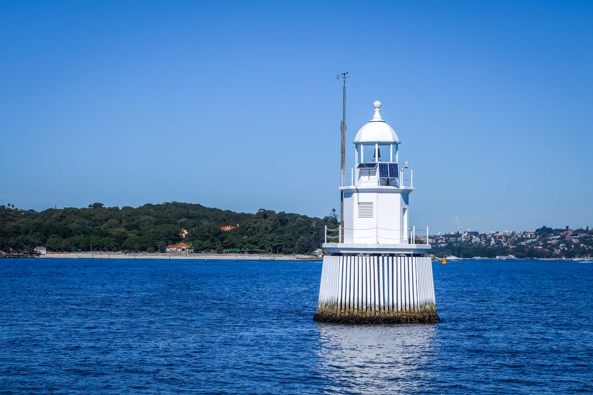 Fishing-and-diving-at-the-wedding-cakes-sydney